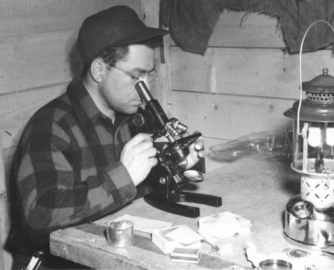 man-using-a-microscope_w725_h588